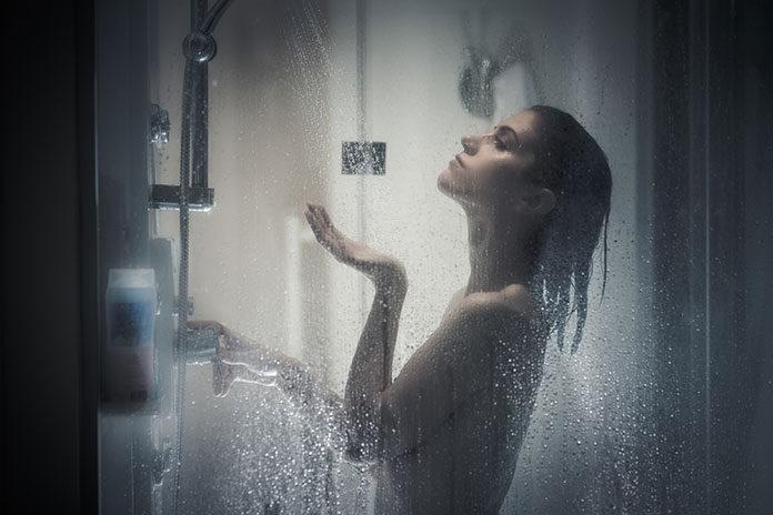 Mycie włosów przedłużanych