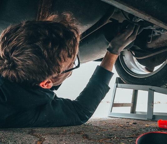Jakie prace wykonuje mechanik samochodowy